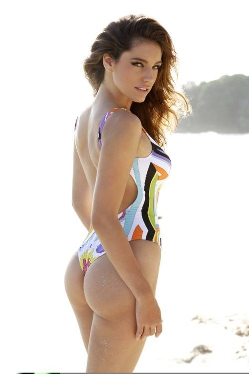 Kelly Brook showing her ass